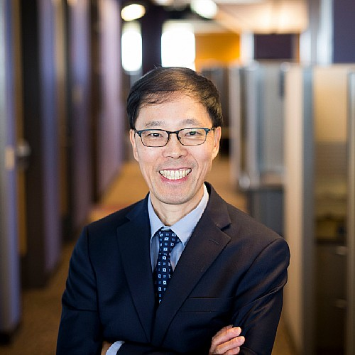 Zheng Named Associate Director for Population Sciences Research